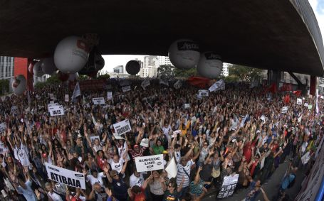 Professores/as aprovam jornada de lutas rumo à greve geral no dia 28 de abril